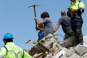 Rescuers-work-on-a-collapsed-building-following-an-earthquake-in-Amatrice
